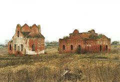 Юрьев-Польский район, село Карельская Слободка. Церкви Димитрия Солунского (слева) и Сергиевская (справа), 15 век.